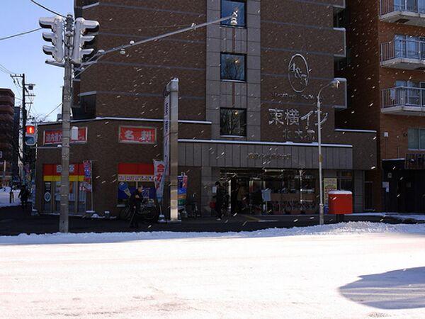 Первый за последние 4 года снег парализовал движение на юге Японии