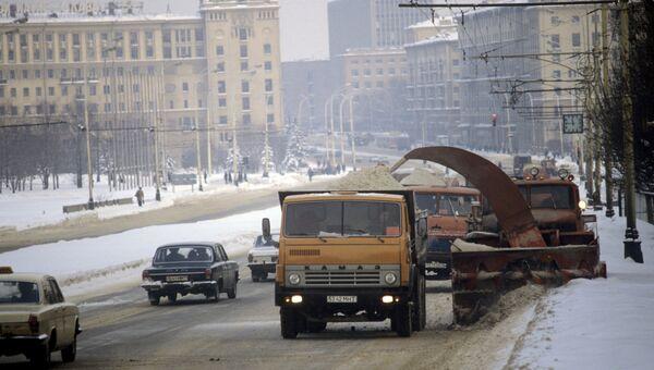 Уборка дорог в Москве после снегопада. Архив