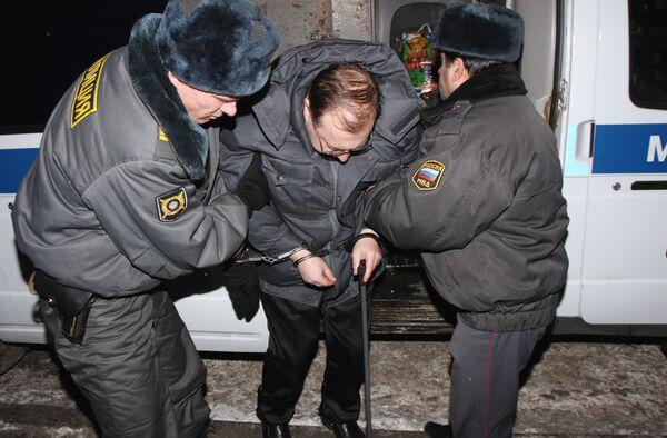 Подполковник милиции Анатолий Маурин у здания Лефортовского районного суда Москвы