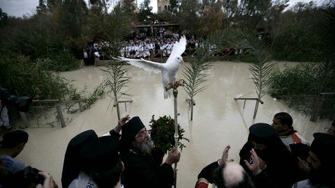 Церемонии водосвятия на реке Иордан