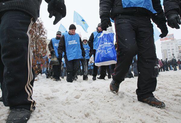 Митинг сторонников Виктора Януковича у здания ЦИК