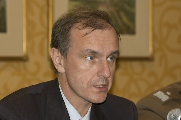 Решение о размещении ракет США вблизи границы РФ не является политическим, заверил Богдан Клих, министр национальной обороны Польши