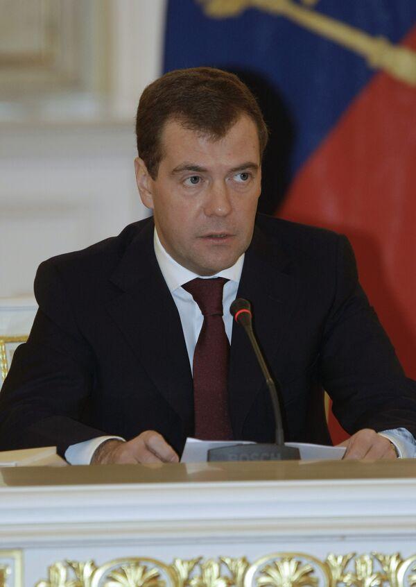 Президент РФ Дмитрий Медведев провел совместное заседание Госсовета и Совета при президенте России по развитию информационного общества. Архив