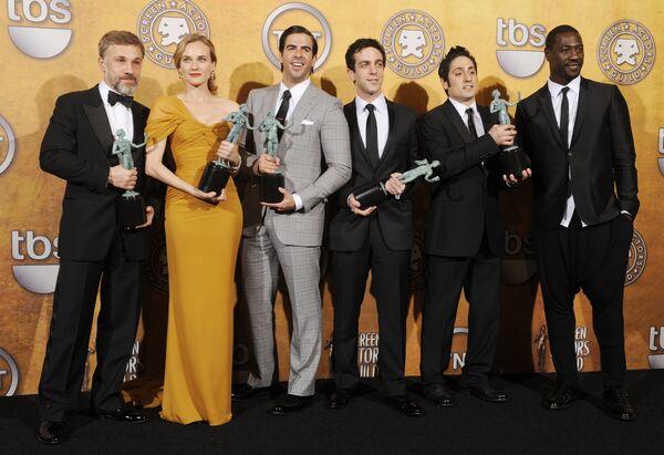 Актерский состав фильма Бесславные ублюдки на шестнадцатой церемонии вручения премии Американской гильдии киноактеров (Screen Actors Guild)