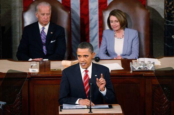 Барак Обама во время своего первого доклада о положении в стране State of the Union