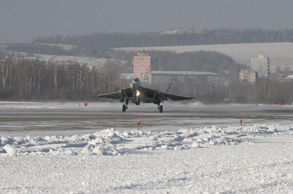 Первый полет опытного авиационного комплекса пятого поколения