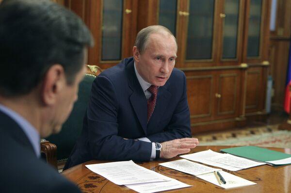 Премьер-министр РФ Владимир Путин проводит совещание. Архив