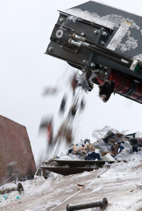 Уничтожение товара, изъятого на Черкизовском рынке. Архив