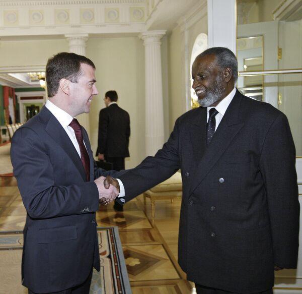 Президент РФ Д.Медведев и первый президент Намибии С.Нуйома