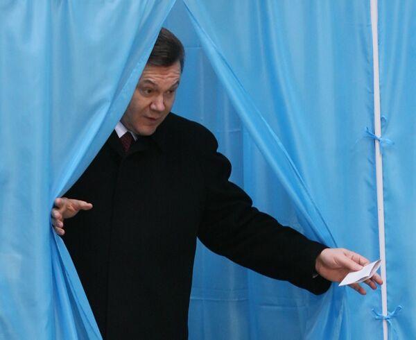 Виктор Янукович принял участие в голосовании в день выборов президента Украины