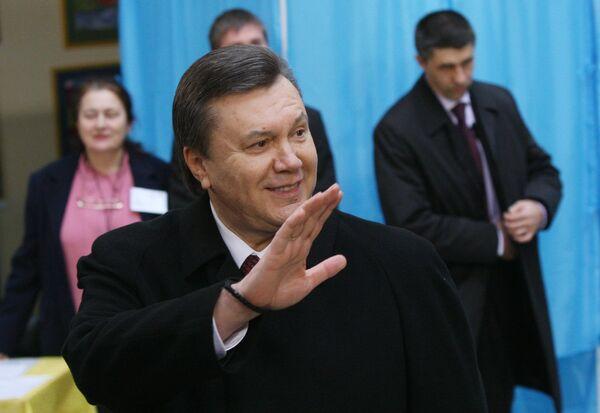 Виктор Янукович принял участие в голосовании в день второго тура выборов президента Украины
