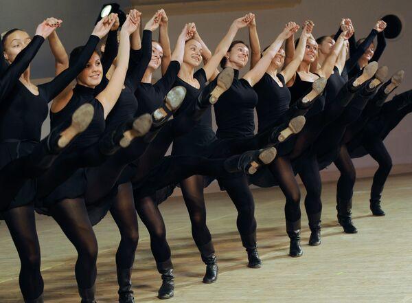 Артисты Государственного академического ансамбля народного танца имени Игоря Моисеева