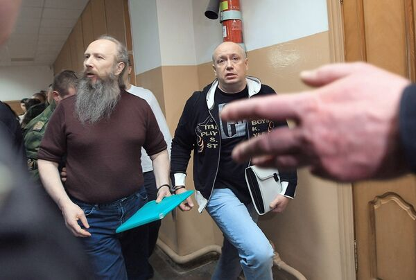 Сергей Зуев (слева) в здании Наро-Фоминского городского суда