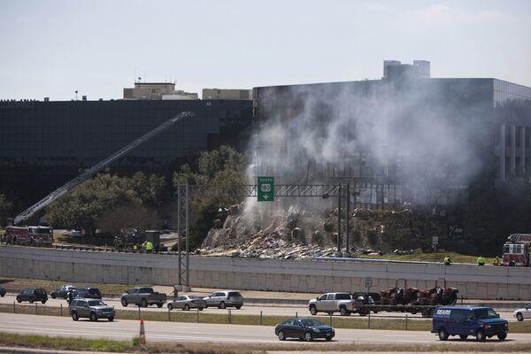 Самолет врезался в здание налоговой службы в городе Остин (штат Техас)