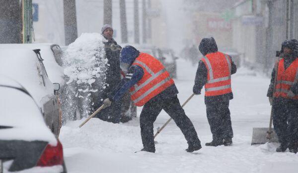 Уборка снега в центре Москвы.