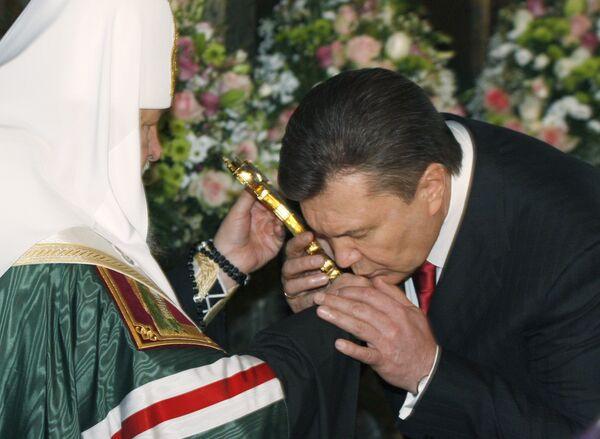 Патриарх Московский и всея Руси Кирилл и Президент Украины Виктор Янукович перед церемонией инаугурации. Архив