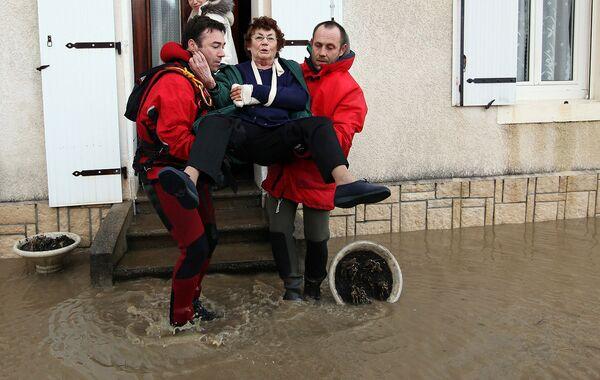 Пострадавшие от урагана Ксинтия во Франции