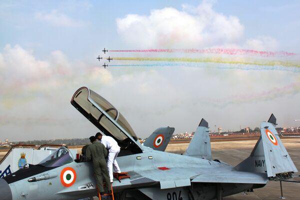 Выступление пилотажной группы ВМС Индии
