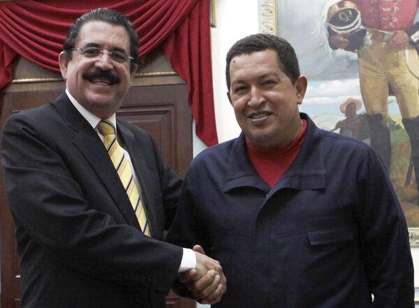 Свергнутый президент Гондураса Мануэль Селайя и президент Венесуэлы Уго Чавес