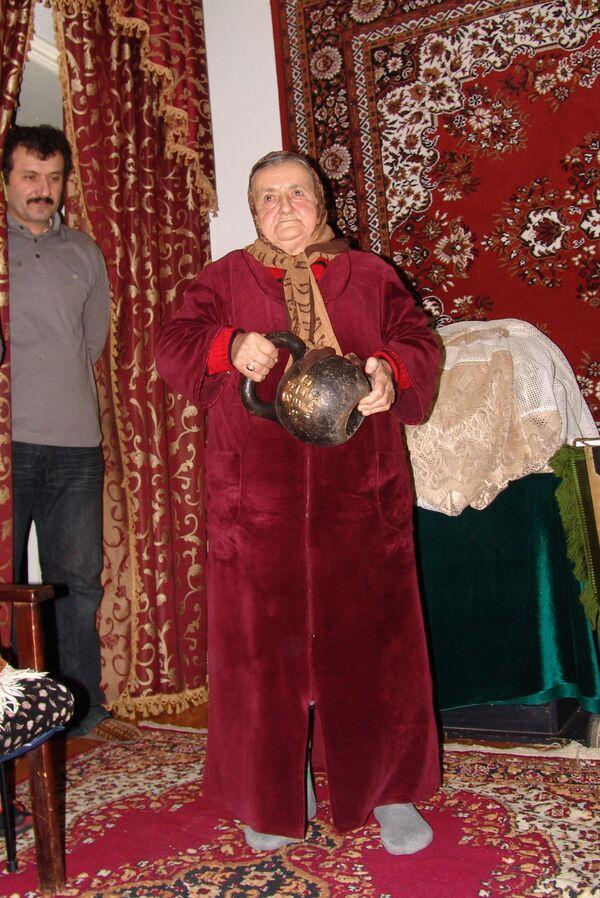 Сакинат Ханапиева - самая сильная женщина в мире
