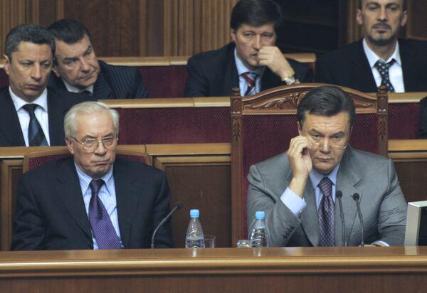 Николай Азаров и Виктор Янукович. Архив