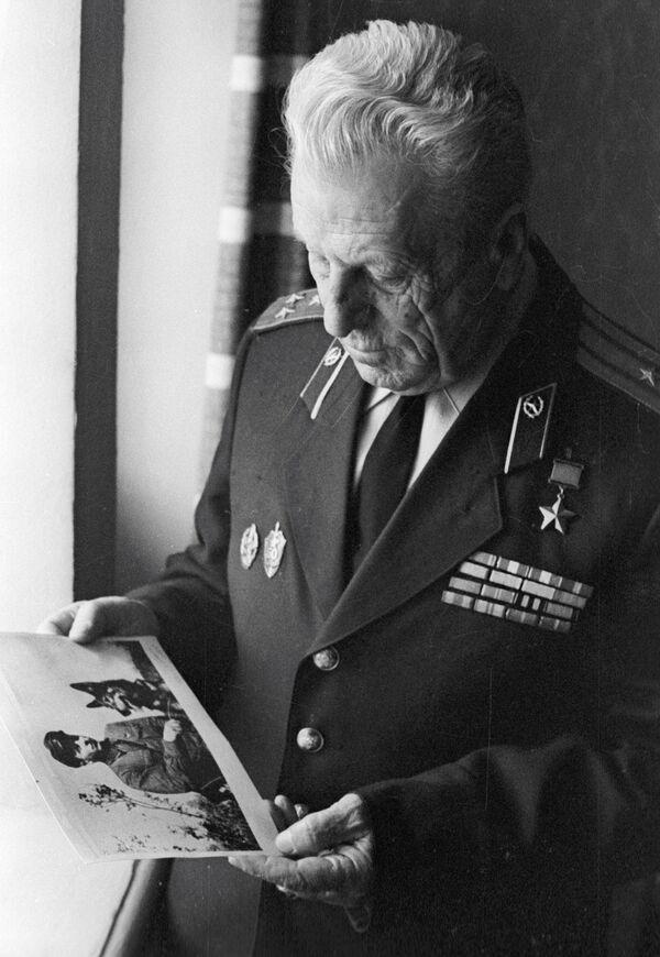 Герой Советского Союза пограничник Никита Карацупа