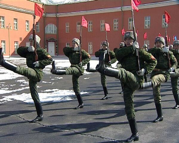 Батальон почетного караула начал репетировать парад Победы