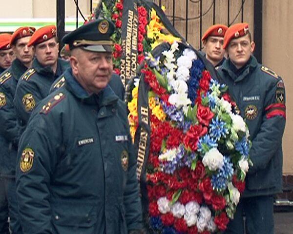Москвичи прощаются с главным пожарным столицы Евгением Чернышевым