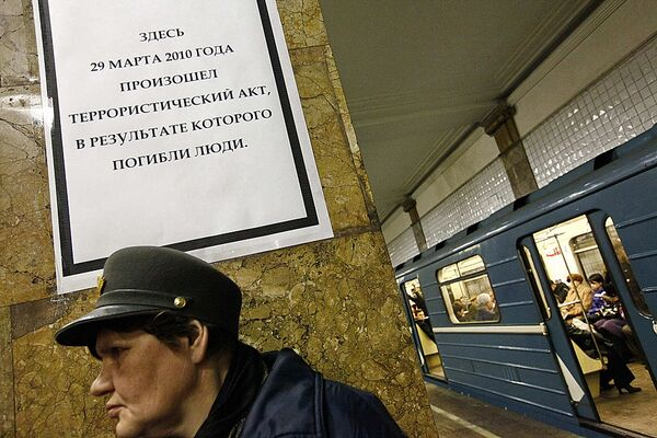 На станции метро Парк культуры на следующий день после теракта