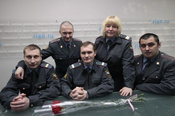 Милиционеры, помогавшие раненым в день теракта