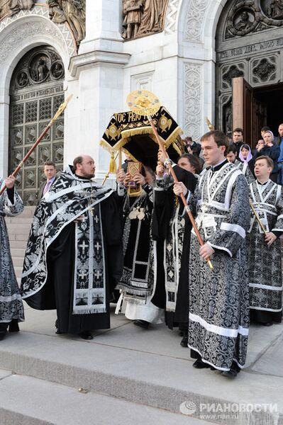 Патриарх Московский и всея Руси Кирилл совершил утреню с чином погребения Плащаницы в Храме Христа Спасителя