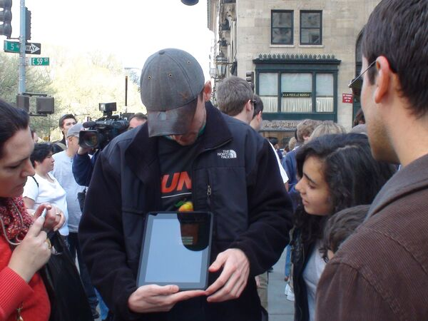 Начало продаж iPad. Архив