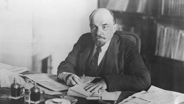 Владимир Ильич Ленин в рабочем кабинете в Кремле, 1918 год