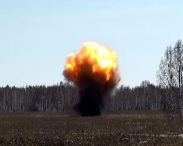 Тонны старых боеприпасов взрываются как фейерверки