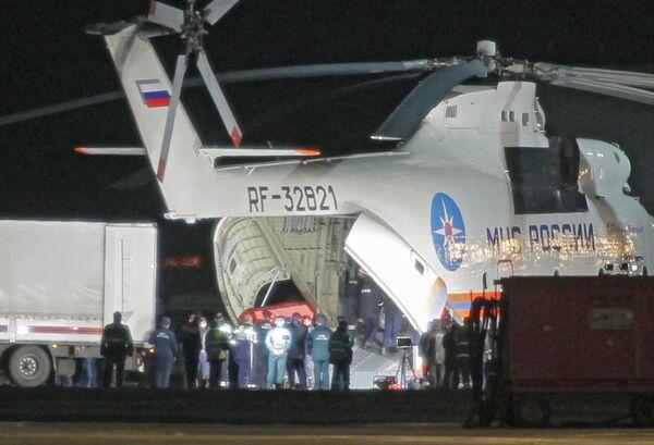 Гробы с телами погибших в авиакатастрофе под Смоленском доставили в Москву