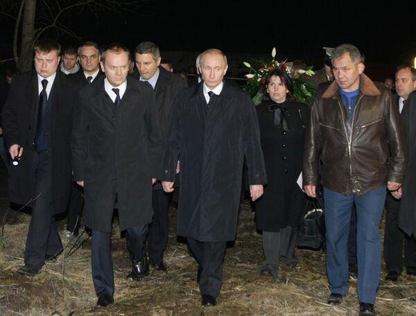 Премьер-министры РФ и Польши В. Путин и Д. Туск посетили место крушения польского самолета Ту-154