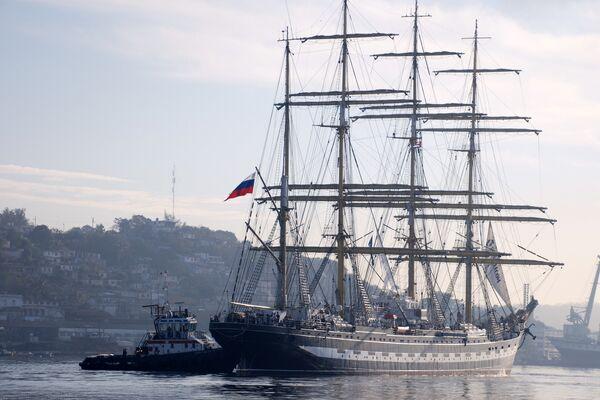 Российский барк Крузенштерн в порту Гаваны