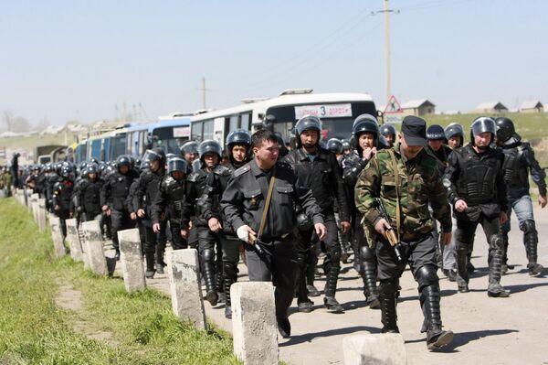 Прибытие в Киргизию полицейских ОБСЕ связано с продолжающимися угрозами межэтнического противостояния.