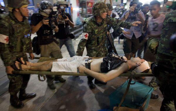 Пять взрывов прогремели вечером в четверг на станции надземного метро Саладенг в деловом центре Бангкока