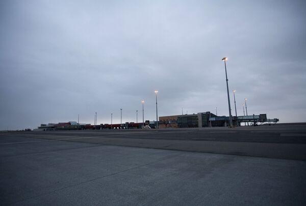 Международный аэропорт Кеблавик в 30 километрах к западу от Рейкьявика
