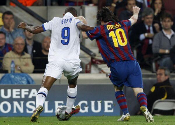 Игровой момент матча 1/2 финала Лиги Чемпионов между Барселоной и Интером