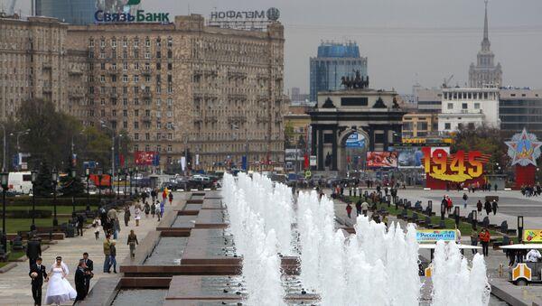 Открытие сезона фонтанов в Москве на Поклонной горе. Архив