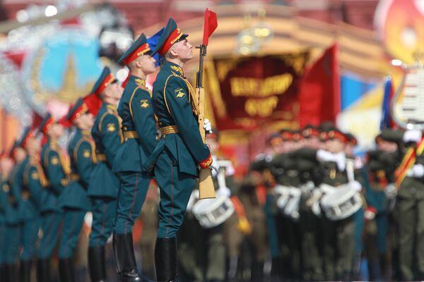 Военный парад, посвященный 65-летию Победы в Великой Отечественной войне. Архив