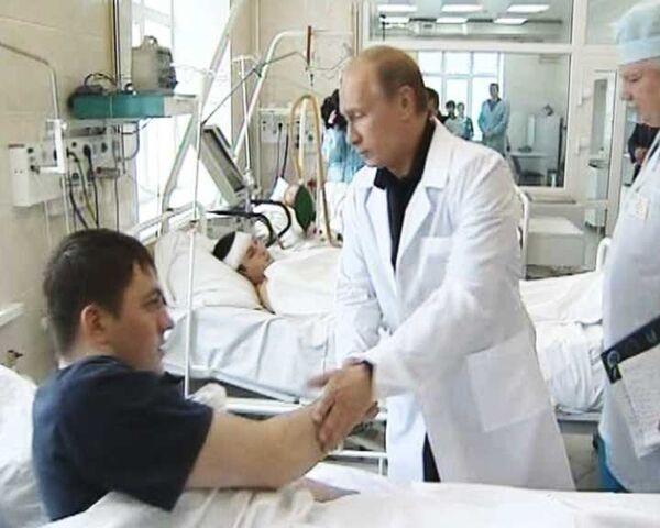 Путин навестил в больнице шахтеров, пострадавших на Распадской