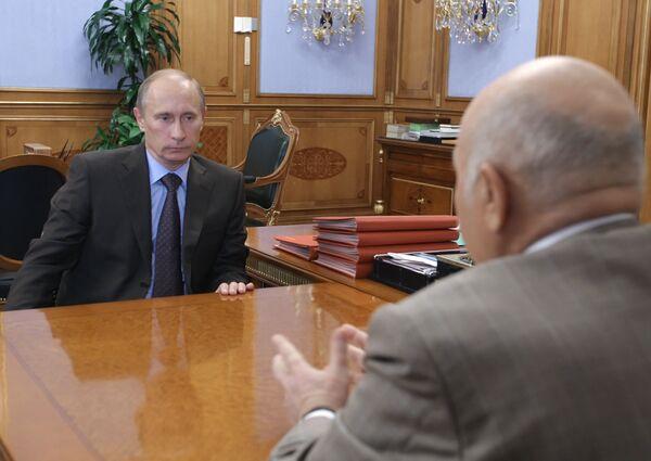Премьер-министр РФ Владимир Путин провел рабочую встречу с Юрием Лужковым