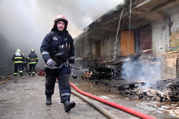 Пожар на Бадаевских складах в Санкт-Петербурге