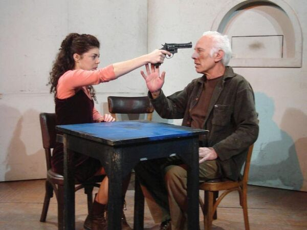 Спектакль Дядя Ваня (Следящий за женщиной, которая сама себя убивает)