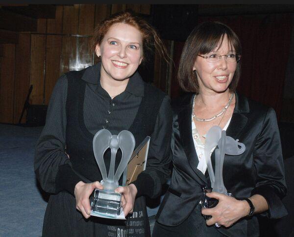 Евгения Симонова с дочерью Зоей Кайдановской - лауреаты Национальной премии кинокритики и кинопрессы Белый слон
