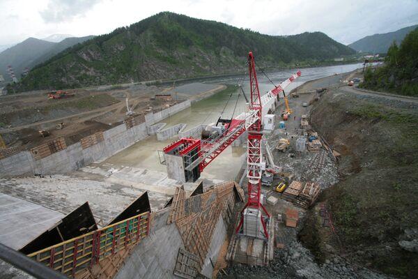 Принятие первой очереди берегового водосброса на Саяно-Шушенской ГЭС