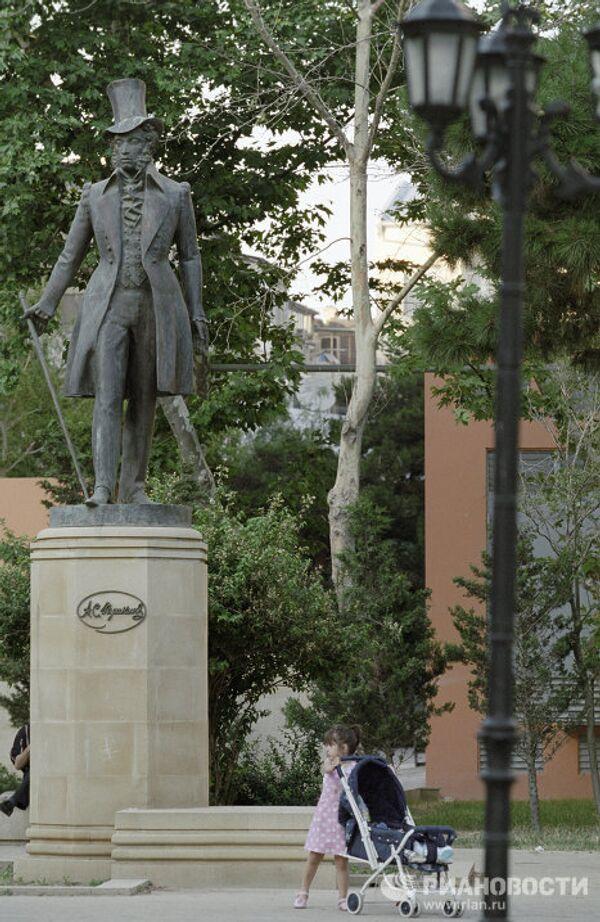 Памятник Пушкину в Баку